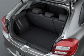 Pojemny bagażnik (320-355 litrów) System podwójnej podłogi