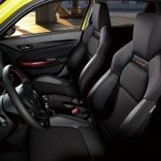 Półkubełkowe fotele Półkubełkowe fotele Zapewniają kierowcy i pasażerowi wspólną przyjemność z jazdyPółkubełkowe fotele Zapewniają komfort podróżowania
