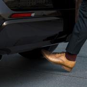 Bezdotykowe otwieranie bagażnika Aktywowane ruchem nogi pod zderzakiem