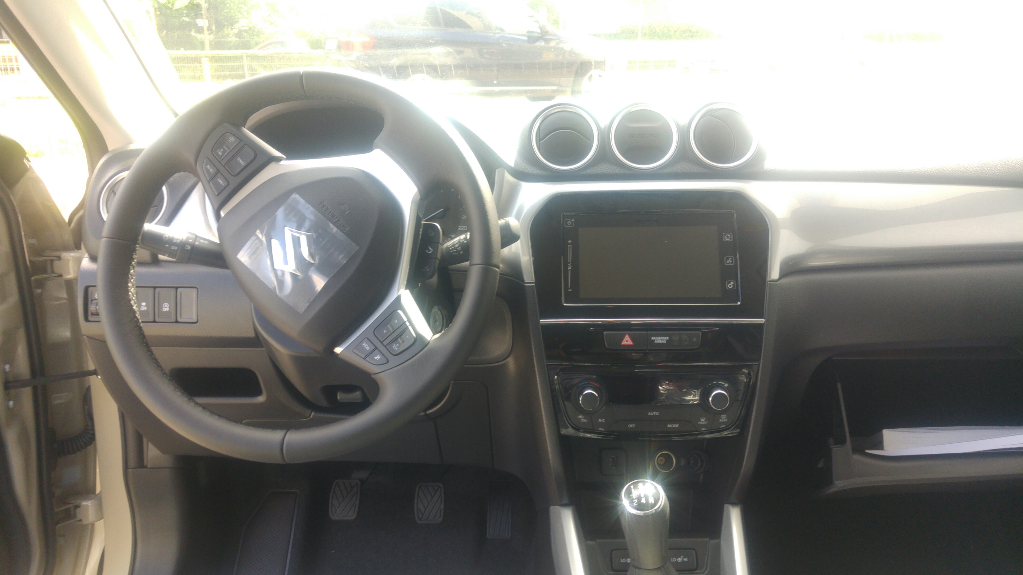 Vitara  5 M/T Premium 2WD